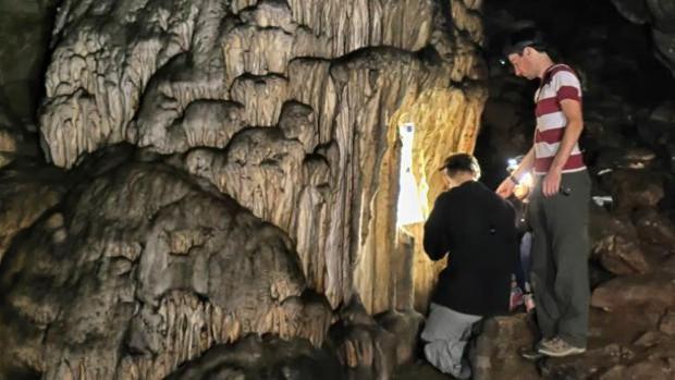 Investigadores del grupo PAI-HUM-440 demuestran que el hombre pintó hace 65.000 años las paredes ...